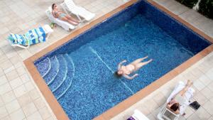 Swimming-pool_2013